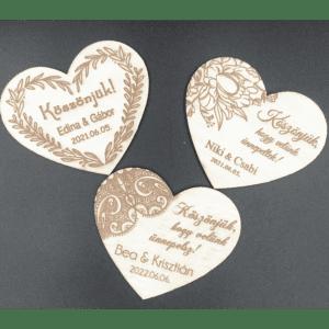 Szív alakú gravírozott hűtőmágnesek esküvőre küszünőajándéknak